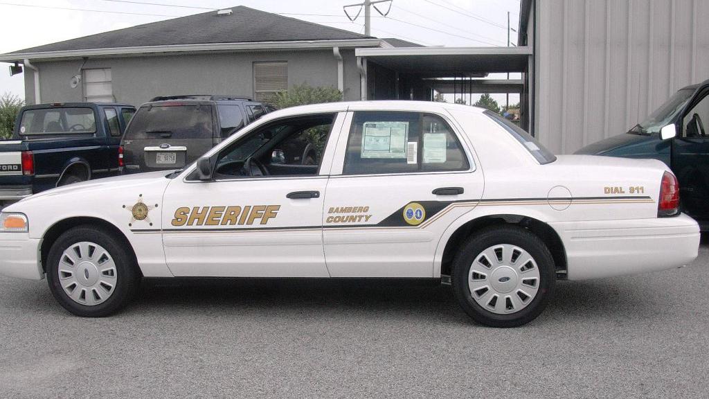 sideview design of sheriff bamberd ciuntry white car
