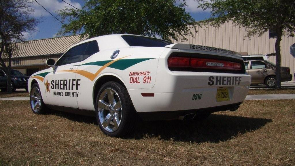 white glades county sheriff car with yellow and green line design