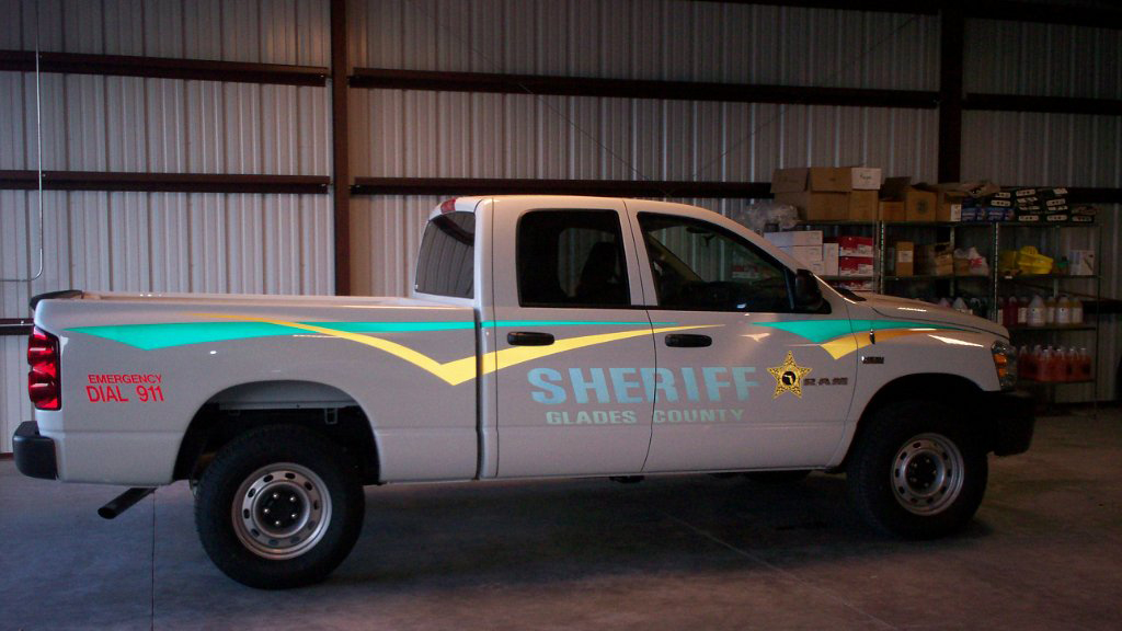 sideview design of sheriff glades country white car