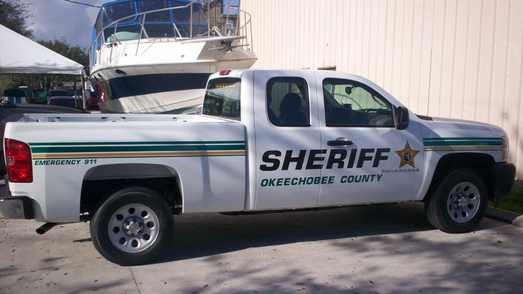 okeechobee sheriff white car with green and yellow line design