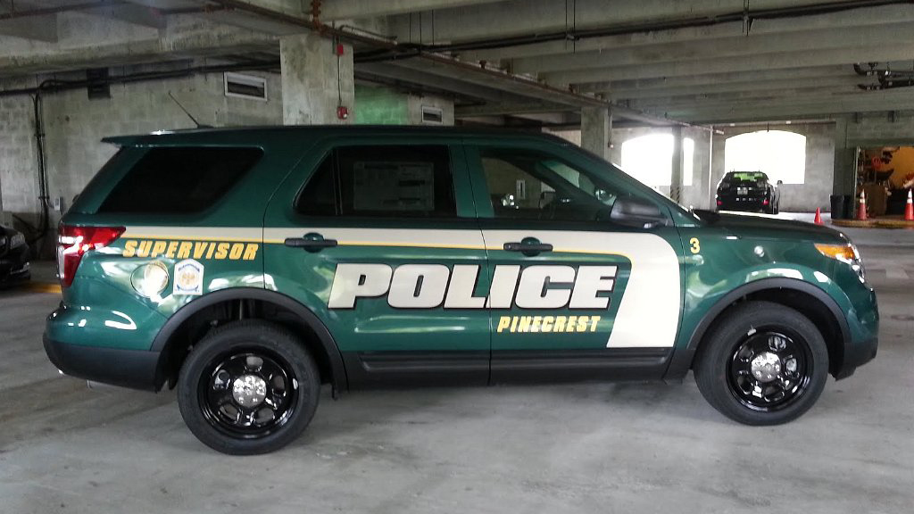 green supervisor police car with white and yellow color design